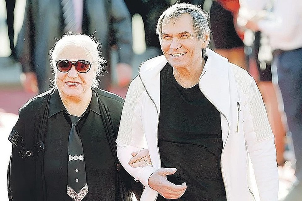 Бари Алибасов все еще женат на Лидии Федосеевой-Шукшиной, но уже объявил о своем будущем отцовстве.