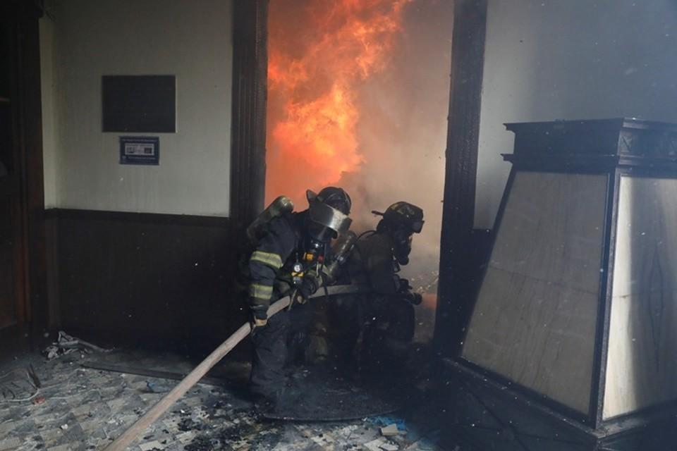 Протестующие в Гватемале подожгли здание конгресса