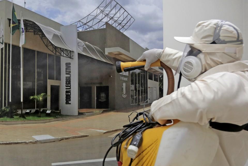 В ВОЗ предупредили об угрозе третьей волны коронавируса в Европе.
