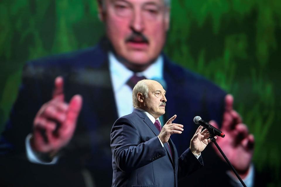 Вернувшаяся жесткая манера разговора Лукашенко с Москвой объясняется как четвертьвековой привычкой