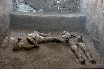 Ужасы древнего Рима: в Помпеях обнаружены еще две жертвы извержения Везувия