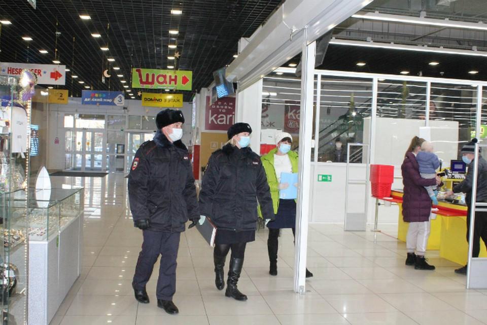 В Биробиджане проверили соблюдение масочного режима