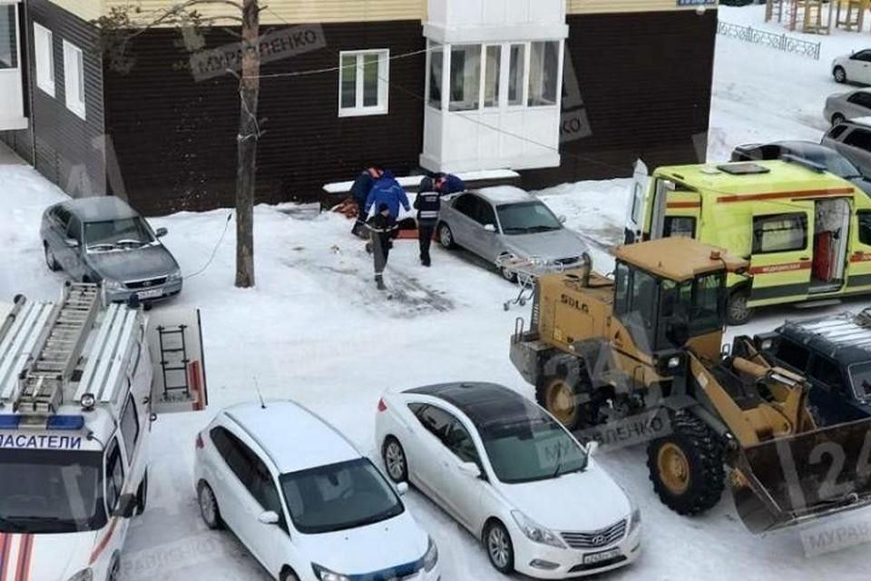 В Муравлено из окна выпал мужчина. Фото: ЧП Ямал