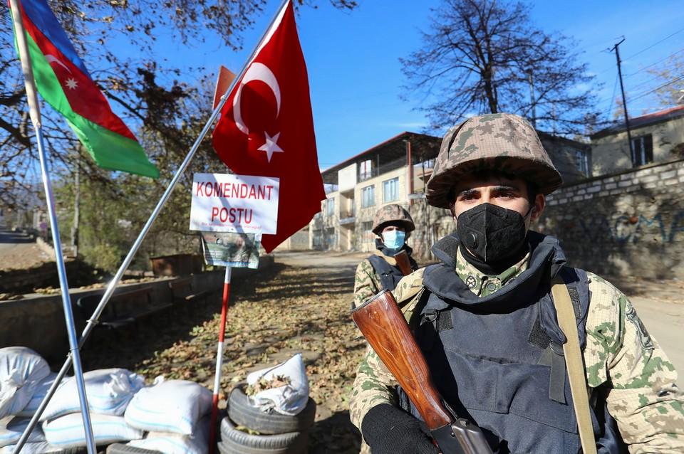 На контрольно-пропускном пункте в городе Гадрут в Нагорном Карабахе
