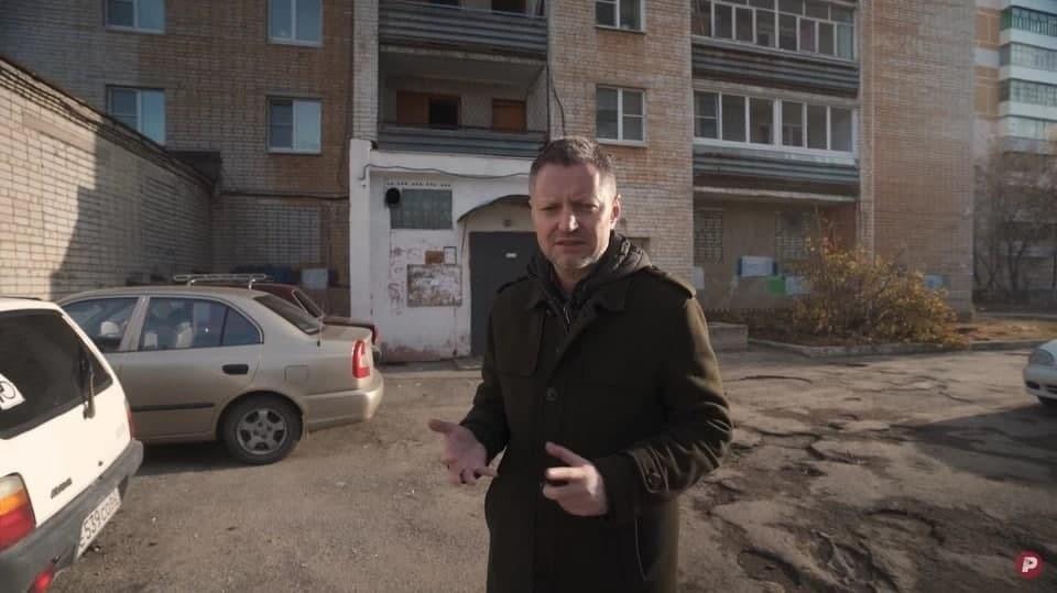 По словам Алексея Пивоварова, с 23 ноября он сидит дома, а в съёмках и работе редакции участвует онлайн