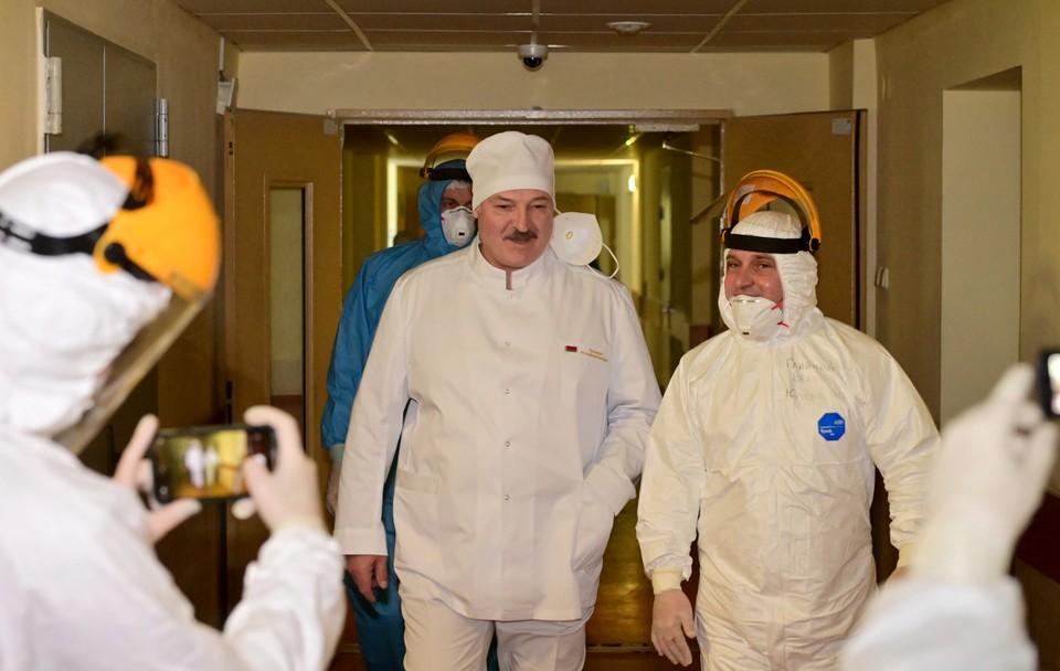 Александр Лукашенко во время визита в 6-ю Городскую клиническую больницу Минска.