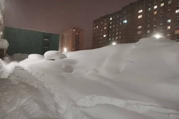 «Горшочек, не вари!»: Норильск завалило снегом