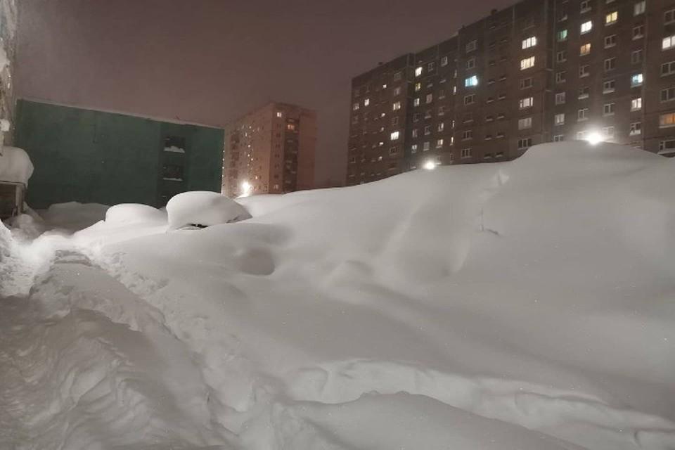 Норильск утопает в снегу Фото: Типичный Норильск