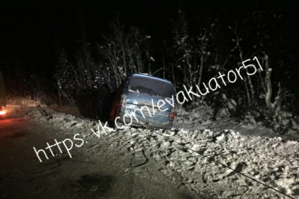 Машина с телятами улетела в кювет. Фото: vk.com/evakuator51