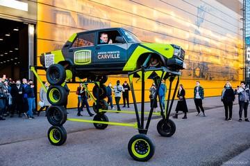 Парящий над пробками: Петербуржцы превратили обычные «Жигули» в трансформер на 10 колесах