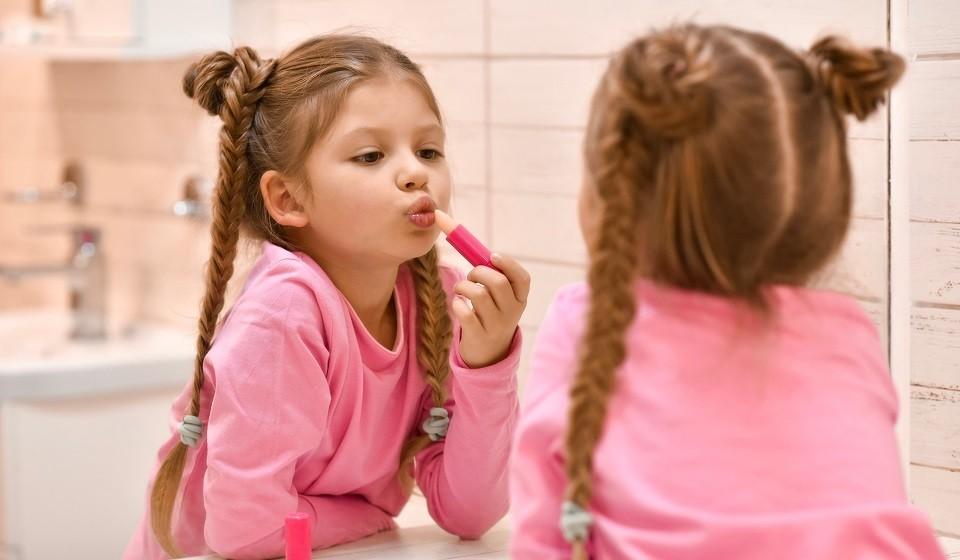 Лучшие помады для детей: какая косметика осчастливит маленькую модницу