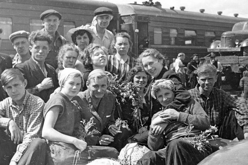 Песни Александры Пахмутовой пели первостроители Братска, поют их и сейчас. Архив музея г. Братска.