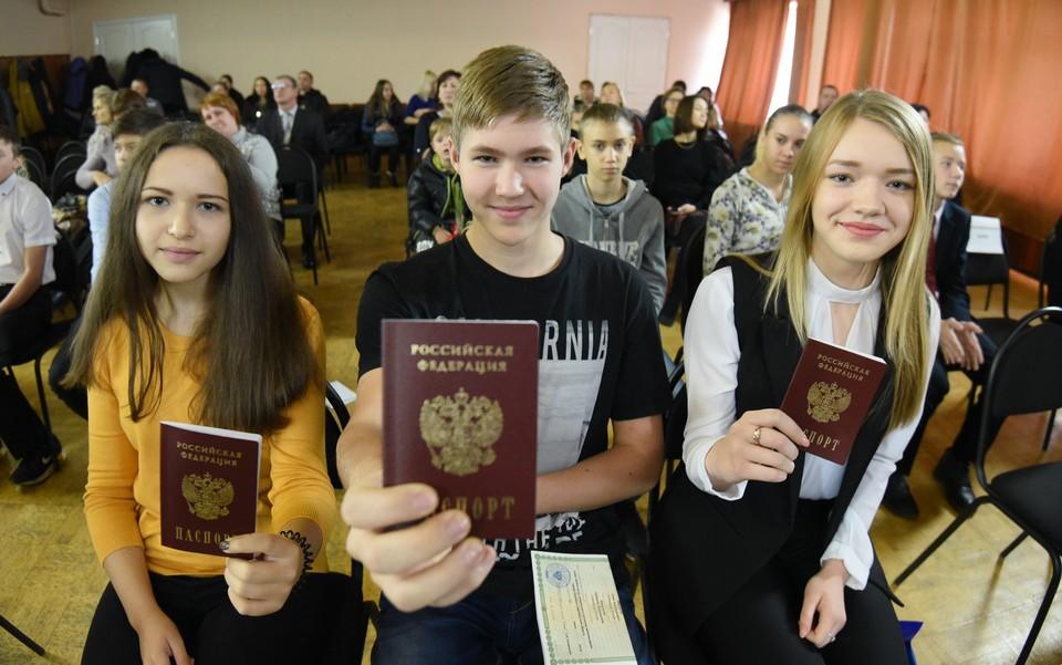 На сегодня порядка 180 тысяч человек только в ДНР получили паспорта РФ