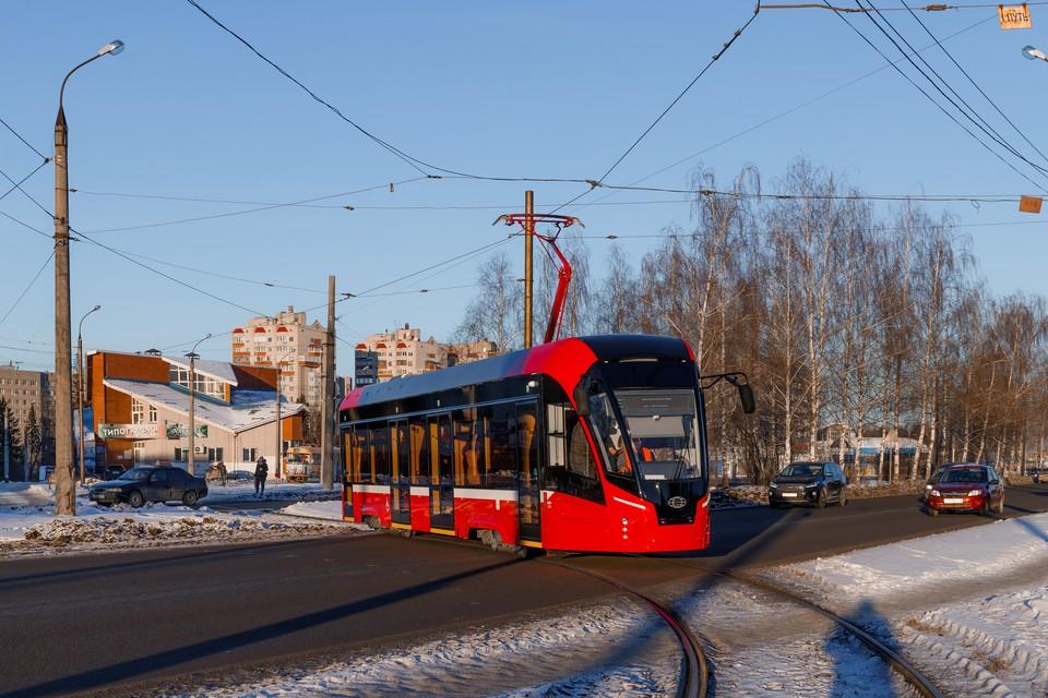 Мощные обогреватели, пандусы и USB-розетки: 10 фото новых низкопольных трамваев в Ижевске