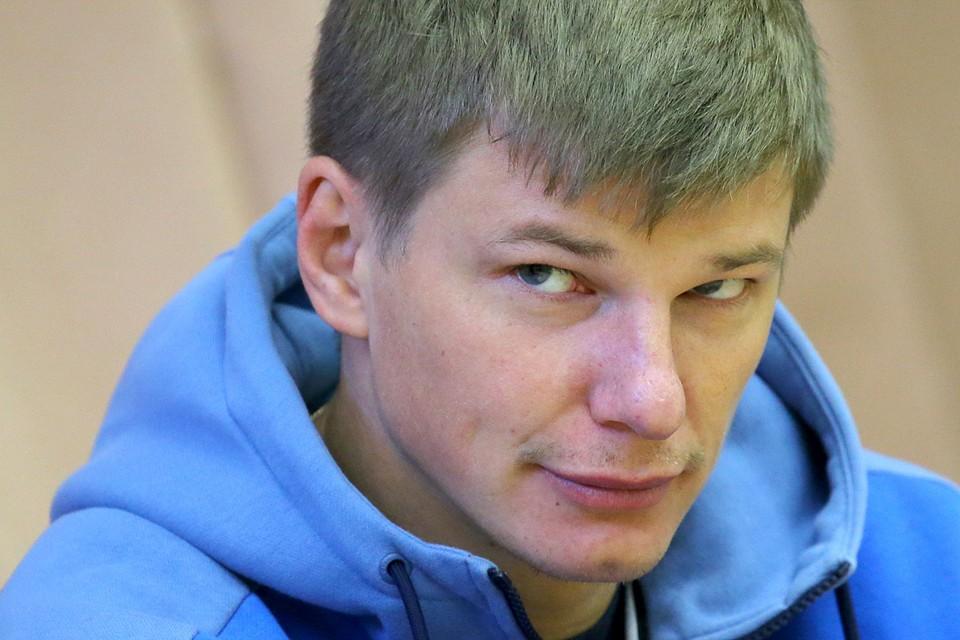 Андрей весь вечер не сводил влюбленных глаз с пассии. Фото: Петр Ковалев/ТАСС