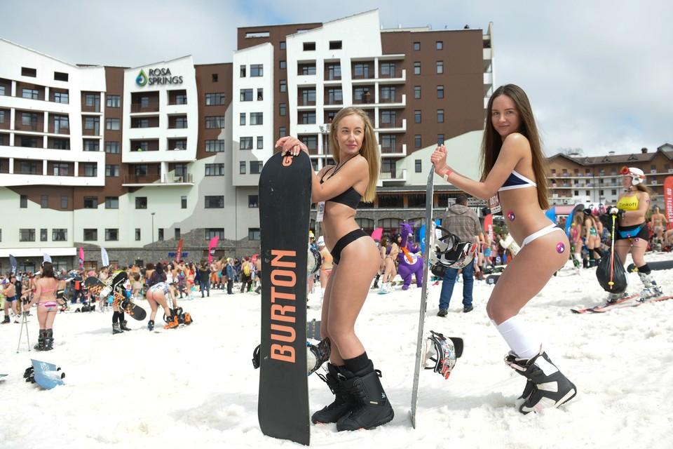 Даже если эти девушки сломают ногу, прямо на Красной Поляне им сделают гипс