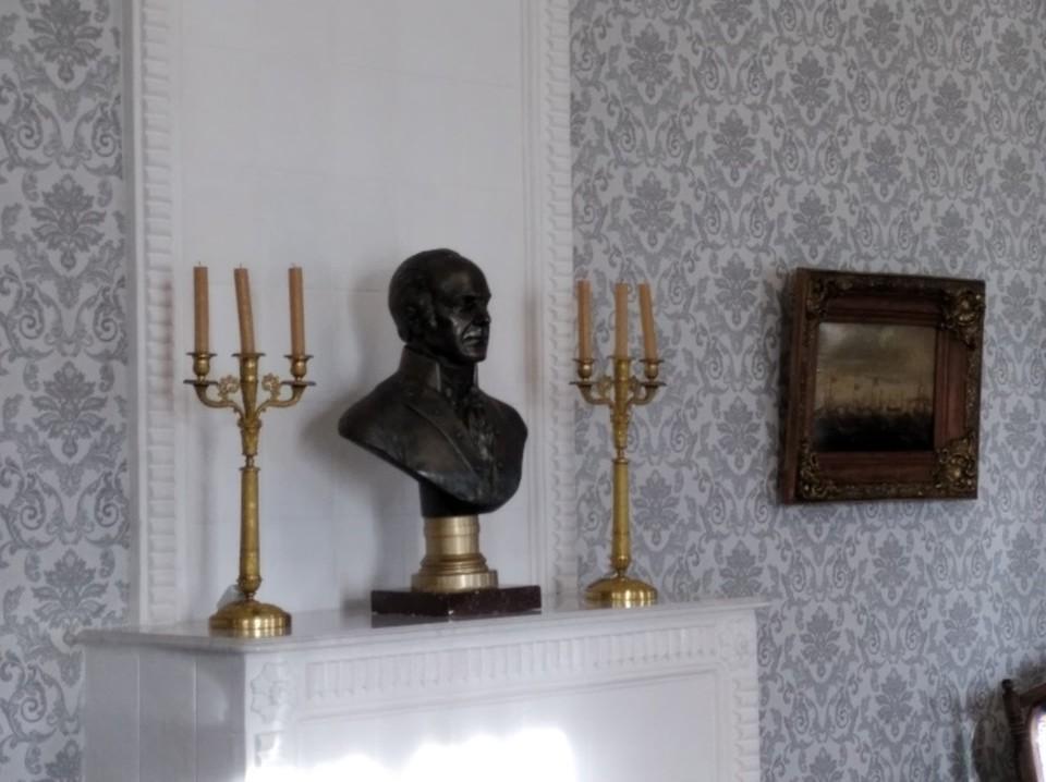 Усадьбу поэт купил у потомков генерала Ртищева в 1877 году