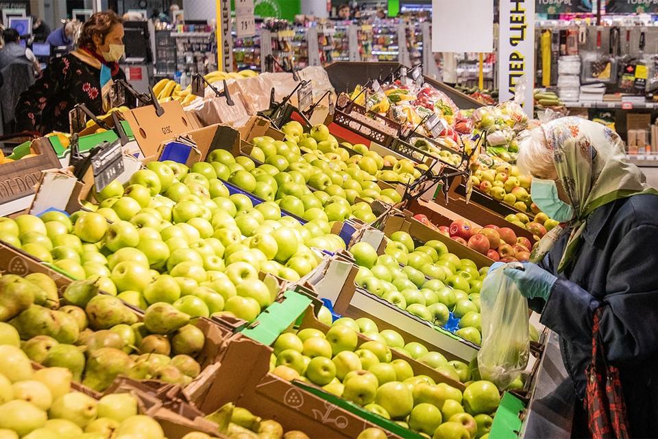 По данным социологов, больше всего экономить на продуктах стали люди с низкими доходами.