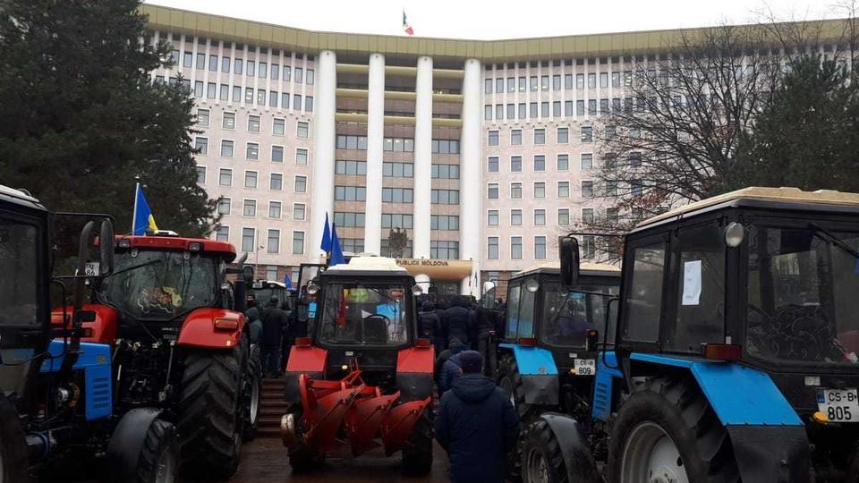 Протест фермеров продолжился и сегодня.