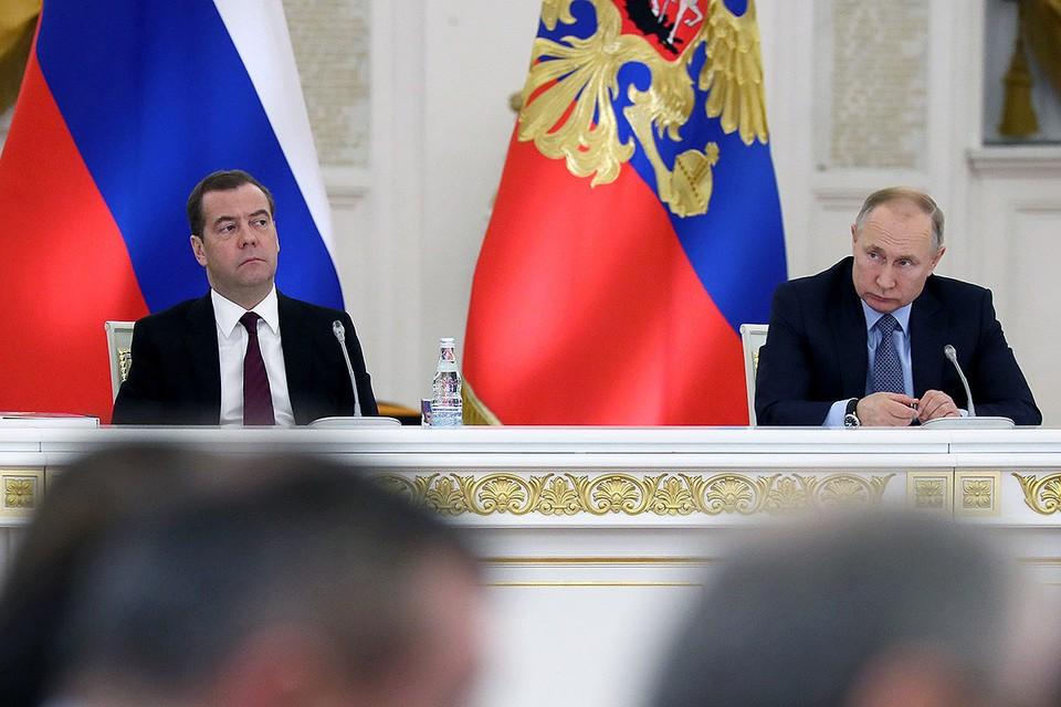 Дмитрий Медведев и Владимир Путин на заседании Государственного совета РФ. Фото: Екатерина Штукина/POOL/ТАСС
