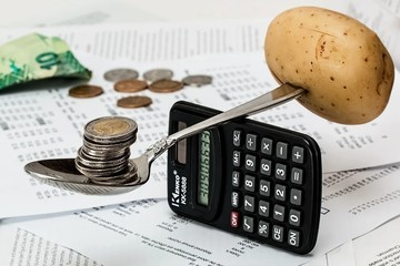В плане бюджета Беларуси на 2021 год – минус 4 млрд рублей. Зарабатывать будем меньше, а тратить – больше