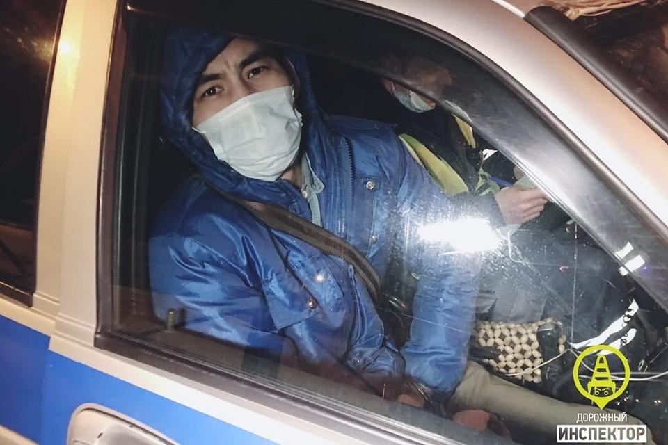 Уроженец Киргизии работал в такси с поддельными правами. Фото: vk.com/dorinspb