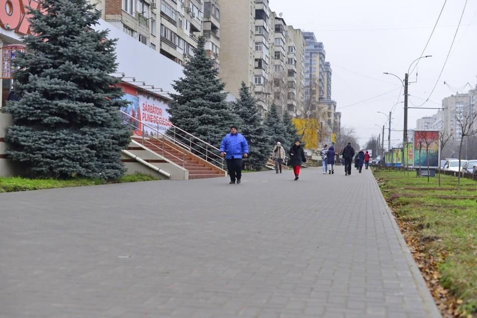 Завершается ремонт тротуаров на Московском проспекте. Фото:ionceban.md