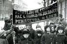 На площади Ленина сжигали елку, а Дед Мороз дарил снаряды: как Новосибирск отмечал Новый год в прошлом веке