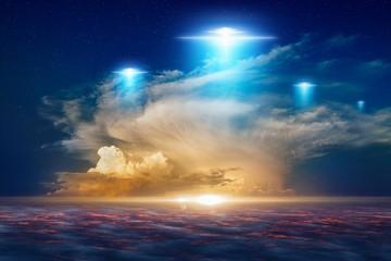 Гавайцы сняли на видео гигантский корабль пришельцев