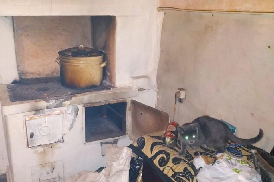 Взрыв едва не разнес полностью квартиру сибиряка. Фото: спасатели МАСС.
