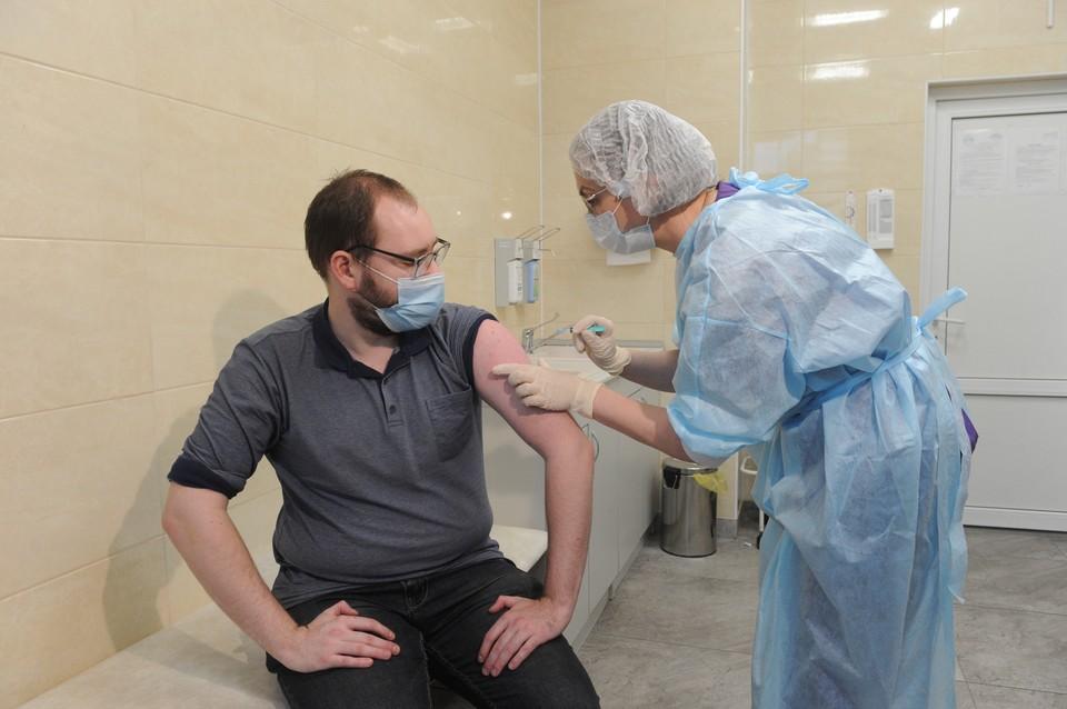 Сама по себе вакцинация прошла безо всяких проблем. Сложности начались позже.