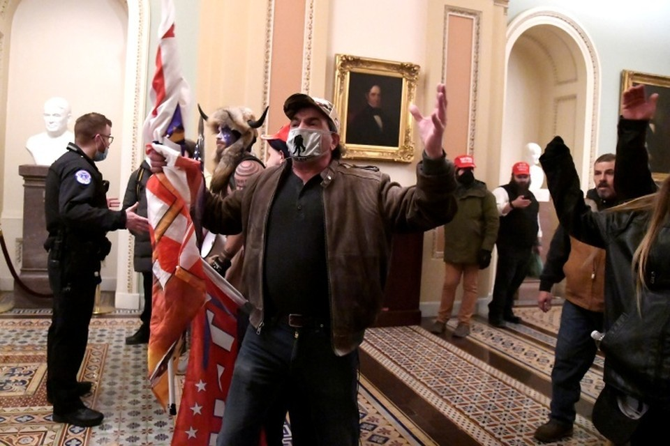 Протестующие в здании конгресса США