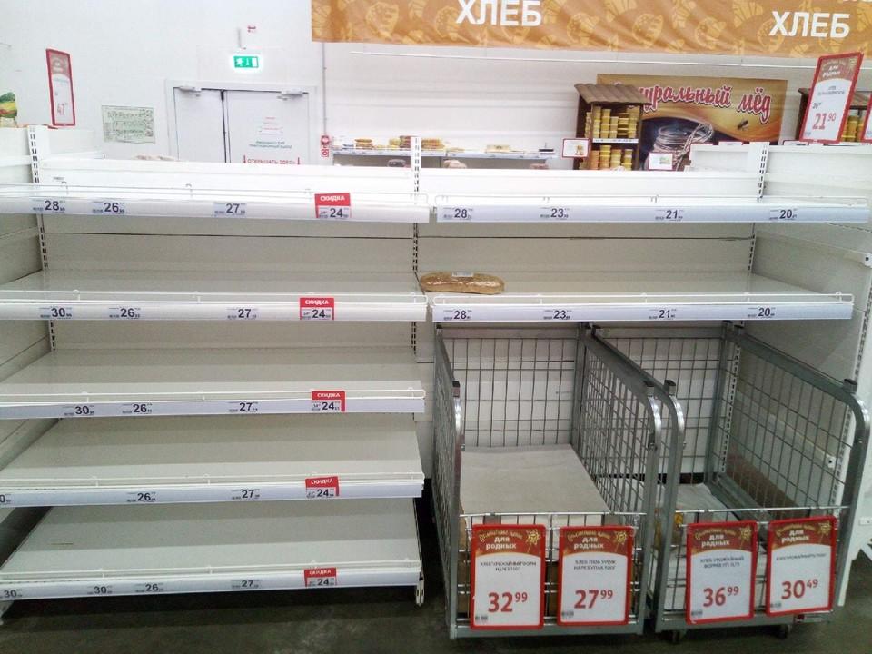 Омичку удивили пустые полки в магазине. Фото: «Омск Live»