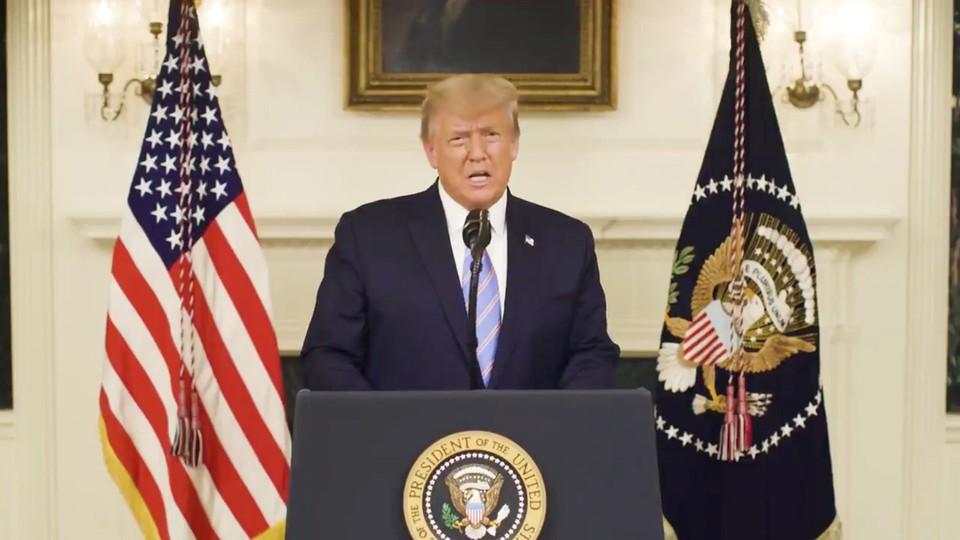 Действующий президент США Дональд Трамп выступил с осуждением насилия в Капитолии