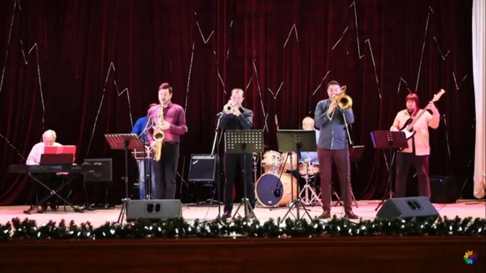 Группа «Полный джаз» выступила в Краснояружском районе. Фото пресс-службы администрации Краснояружского района