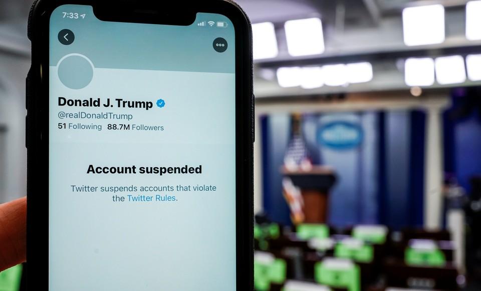 Акции Twitter упали на торгах после блокировки аккаунта Трампа