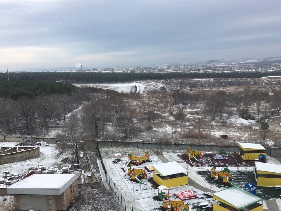Дети в Симферополе катаются на санках впервые в 2021 году