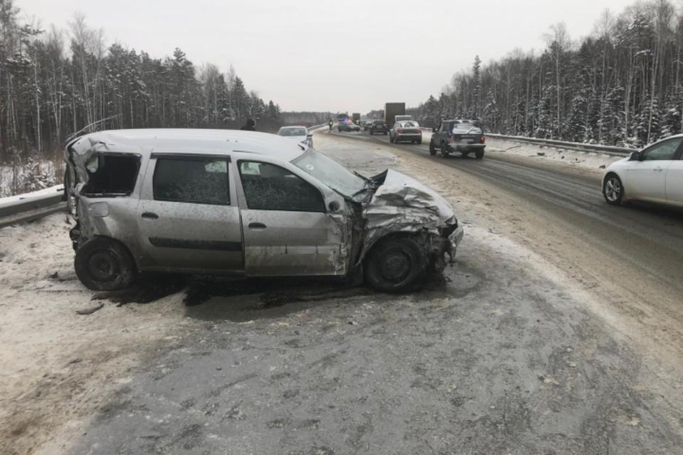 Авария произошла рядом с микрорайоном Палкино. Фото: отделение пропаганды ГИБДД Екатеринбурга