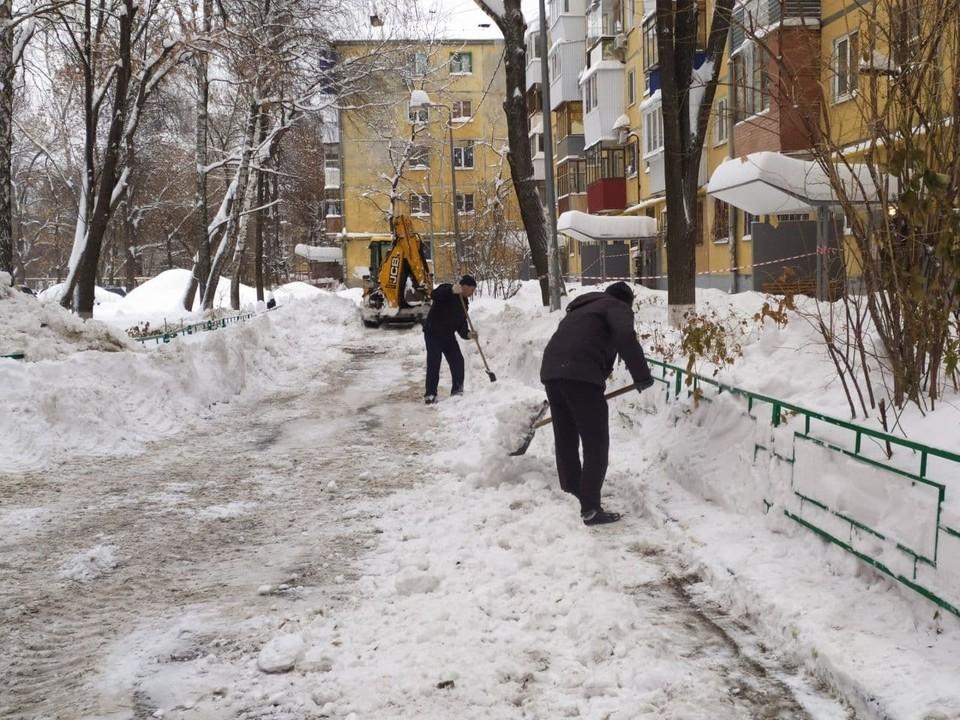 Глава города считают, что в Самаре плохо чистят дворы