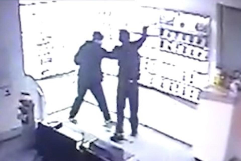 Гастролеры из Новосибирска украли в Новокузнецке 48 телефонов. ФОТО: ГУ МВД России по Кемеровской области.