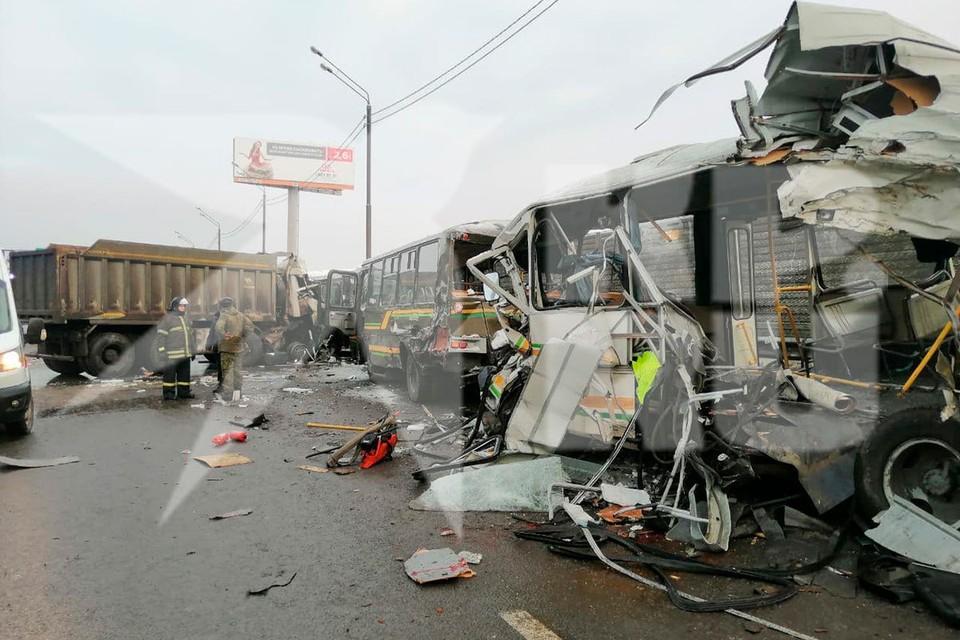 На шоссе в сторону Москвы образовался затор.