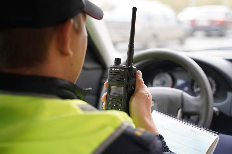 Сотрудники столичной полиции разбираются в истории о желтом такси и ударе электрошокером.