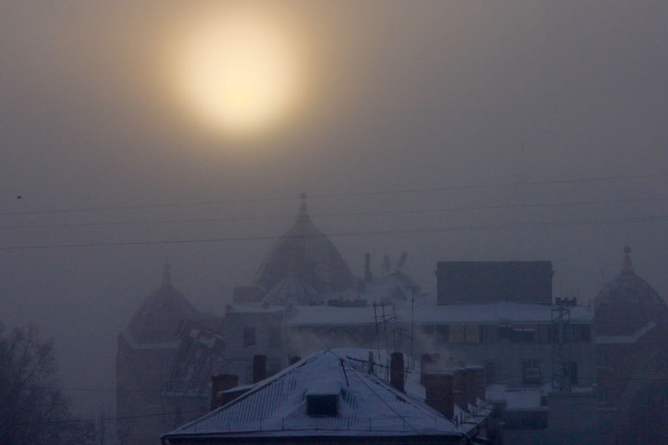 В Барнауле устраняли последствие снегопада.