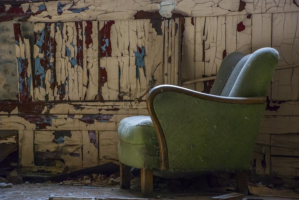Обидевшего ее собутыльника девушка избила сперва ногами, а потом креслом. Фото: pixabay.com