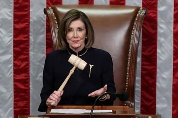 От домохозяйки до Мадам спикер: Кто такая Нэнси Пелоси, дважды объявившая импичмент Трампу