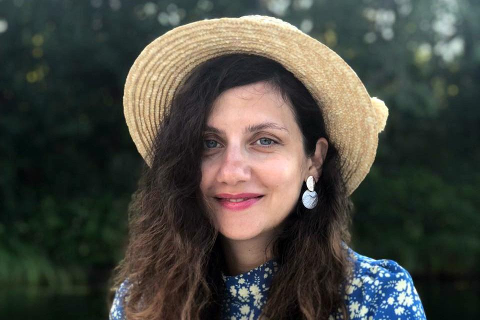 «Я решила устроить захватывающий challenge в 2021: не покупать себе одежду», - пишет PR-директор обувной сети Rendez-Vous Марина Бицадзе