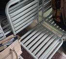 «Пыточные» скамейки установили в одной из поликлиник Хабаровска