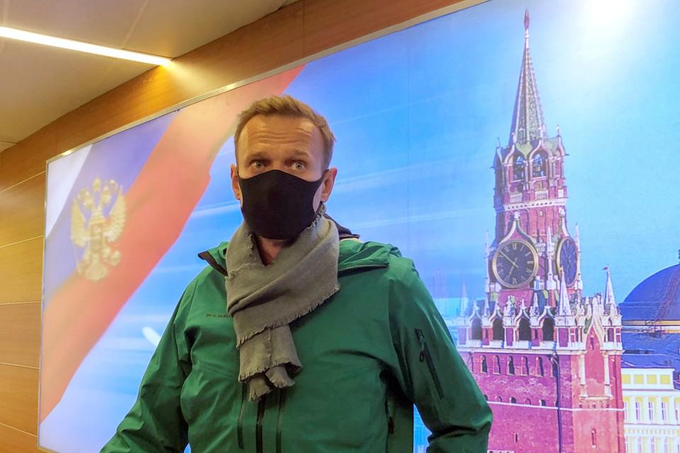 Блогер, выйдя в девятом часу из самолета авиакомпании «Победа» в Шереметьево, был задержен уже на паспортном контроле