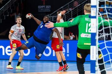 Самая большая звезда ЧМ по гандболу: 130-килограммовый электрик из сборной Конго покорил фанатов своей мощью