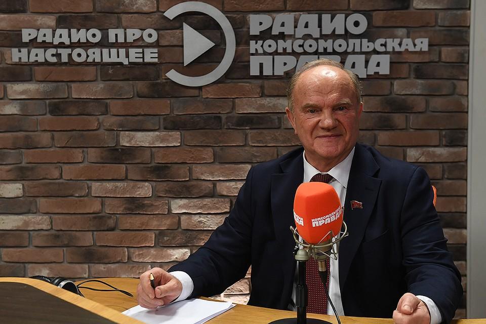 """Геннадий Зюганов в студии Радио """"Комсомольская правда""""."""